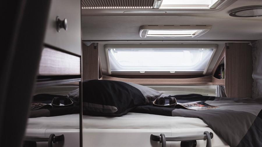 Sklopná Carado postel v T 448