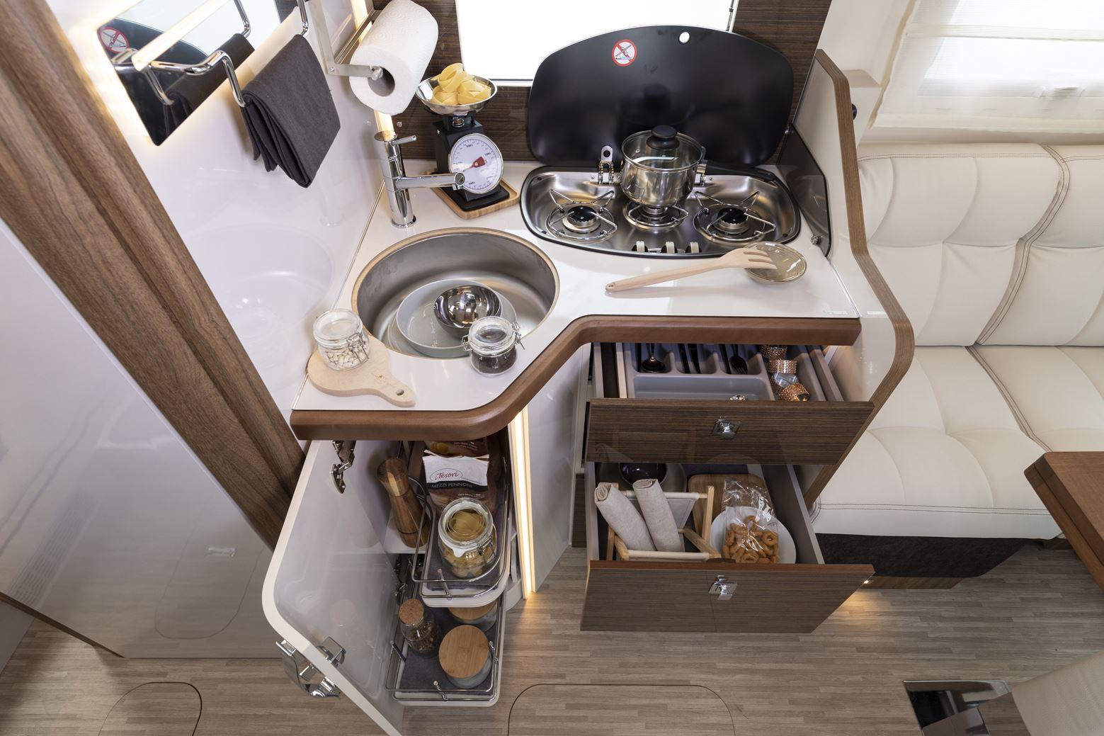 Ergonomicky tvarobaná kuchyňa