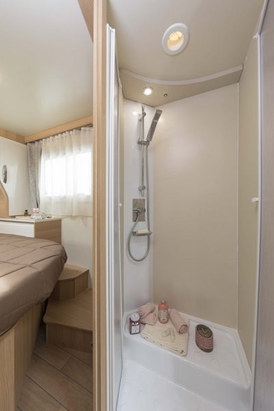 samostatný sprchový kút