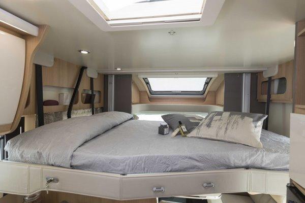 Výsuvná posteľ nad priestorom