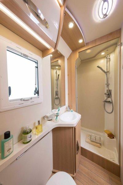oddeliteľný sprchový kút