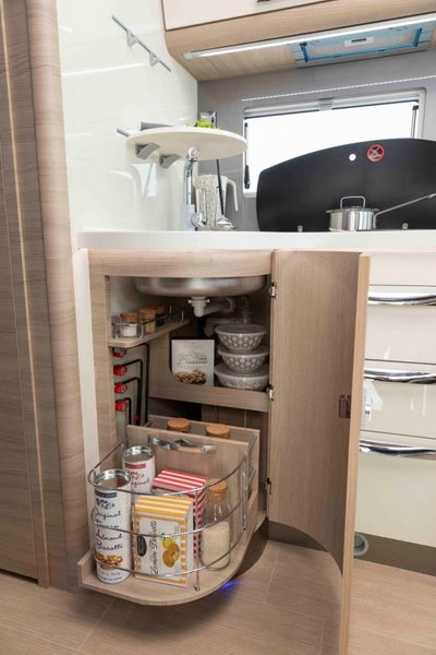 kuchyňa v K-Yacht 86 TeknoLine