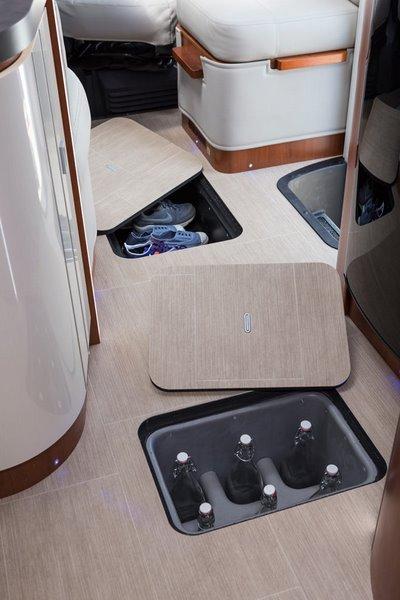 Odkladací priestor v podlahe